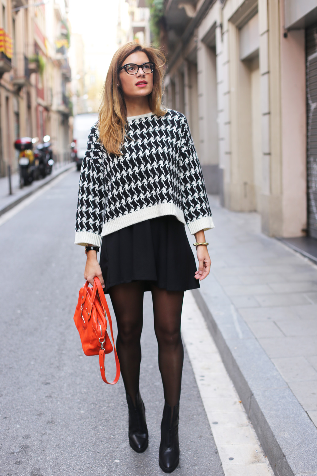 Escorpion-sweater_black-and-white-outfit