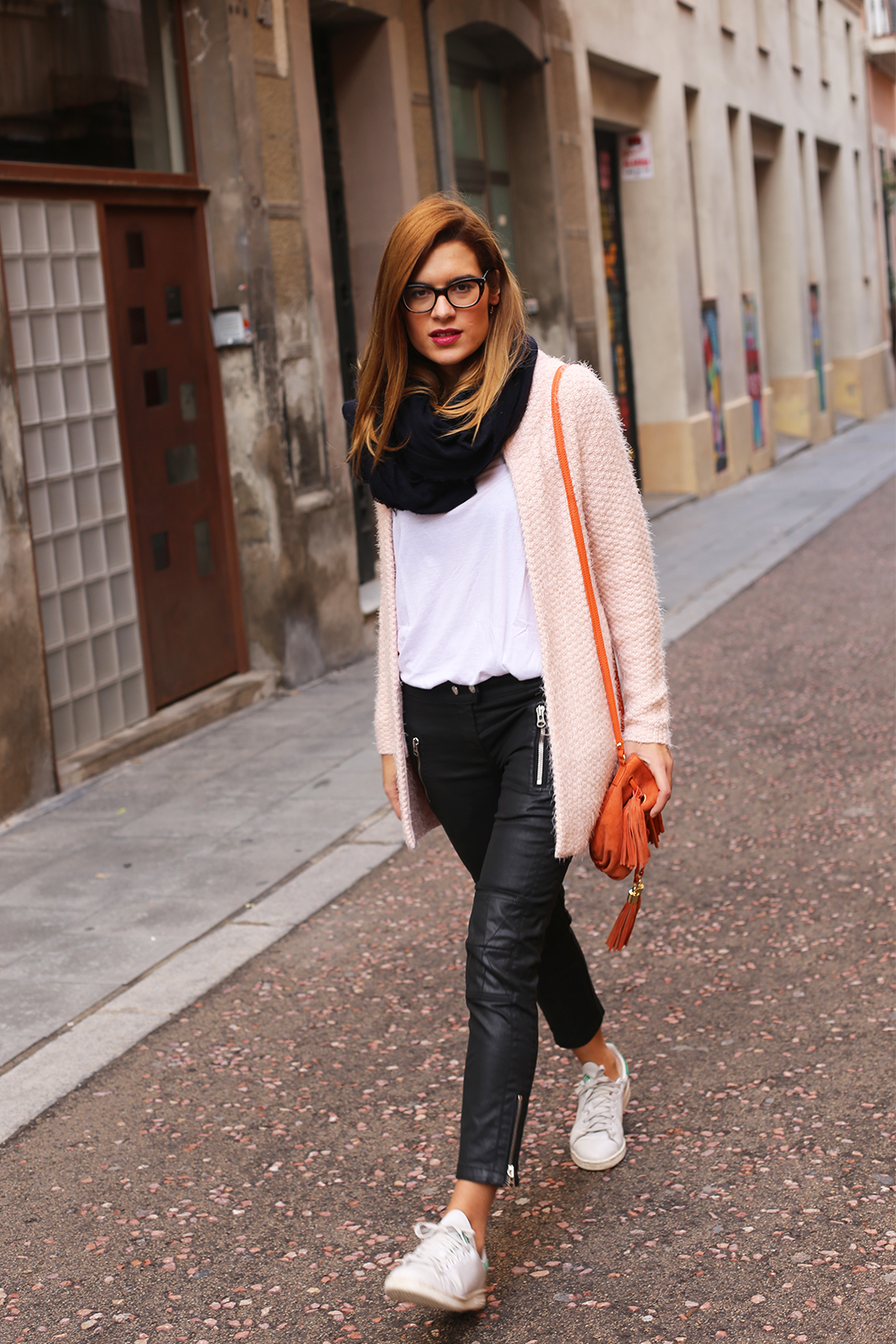 Morgan-Chlothes_Pink-sweater_Barcelona-Street-Style