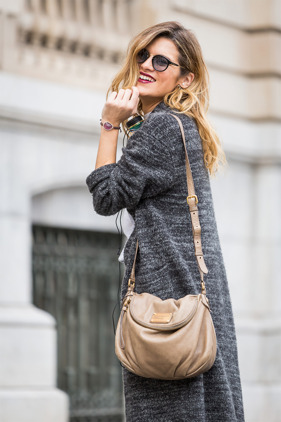 onlygrisly_silviaboschblog_smile_grey-outfit_barcelona-street-style