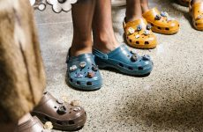 christopher-kane-shows-crocs-runway-silviaboschblog