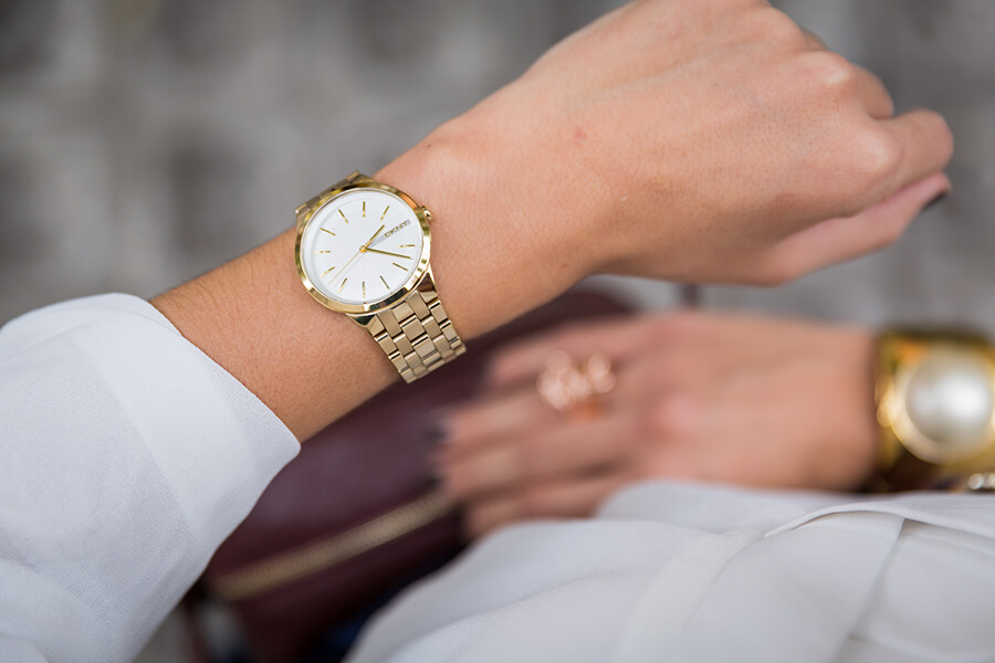 gold-DKNY-watch-silviaboschblog