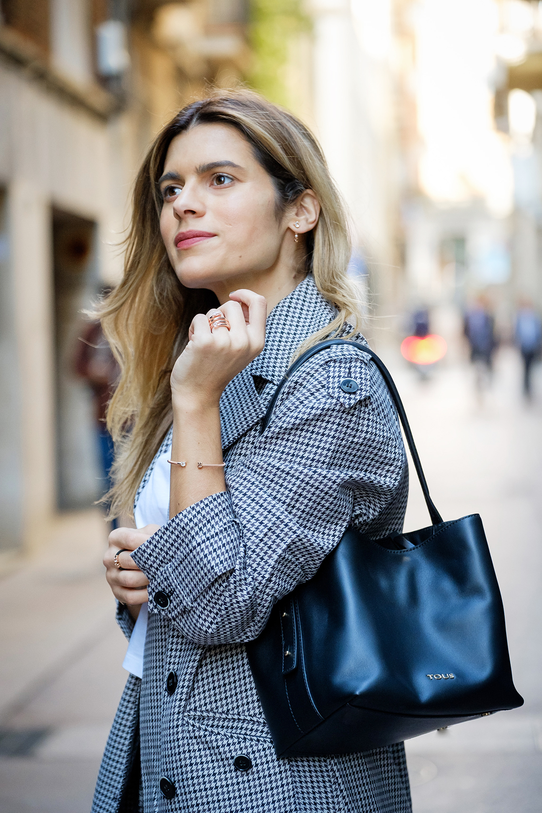 bolso_tous con joyas_Tous_jewelry y trench coat marca FInd_Amazon silviaboschblog
