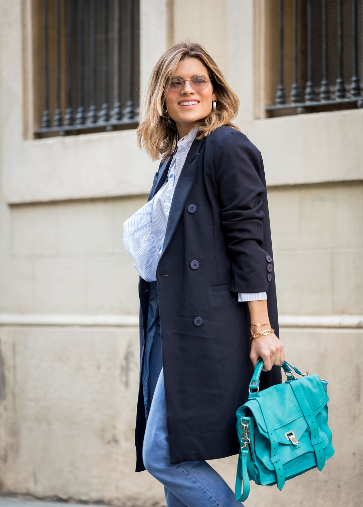 total look azul o blue total look con bolso Proenza Schouler